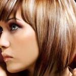 Co vlasům škodí při koupání